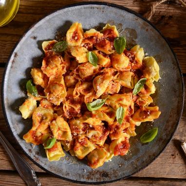Les Raviolinis Chèvre et Pesto, Sauce Tomate et Basilic